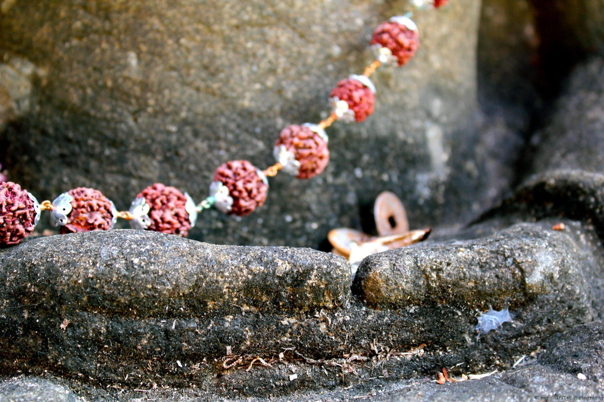statut de bouddha méditant