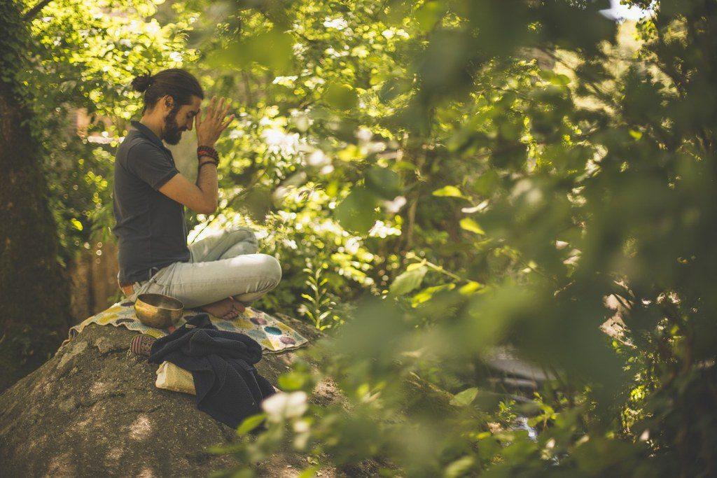 Personne Homme Yoga Assis Tailleur Médiation Nature