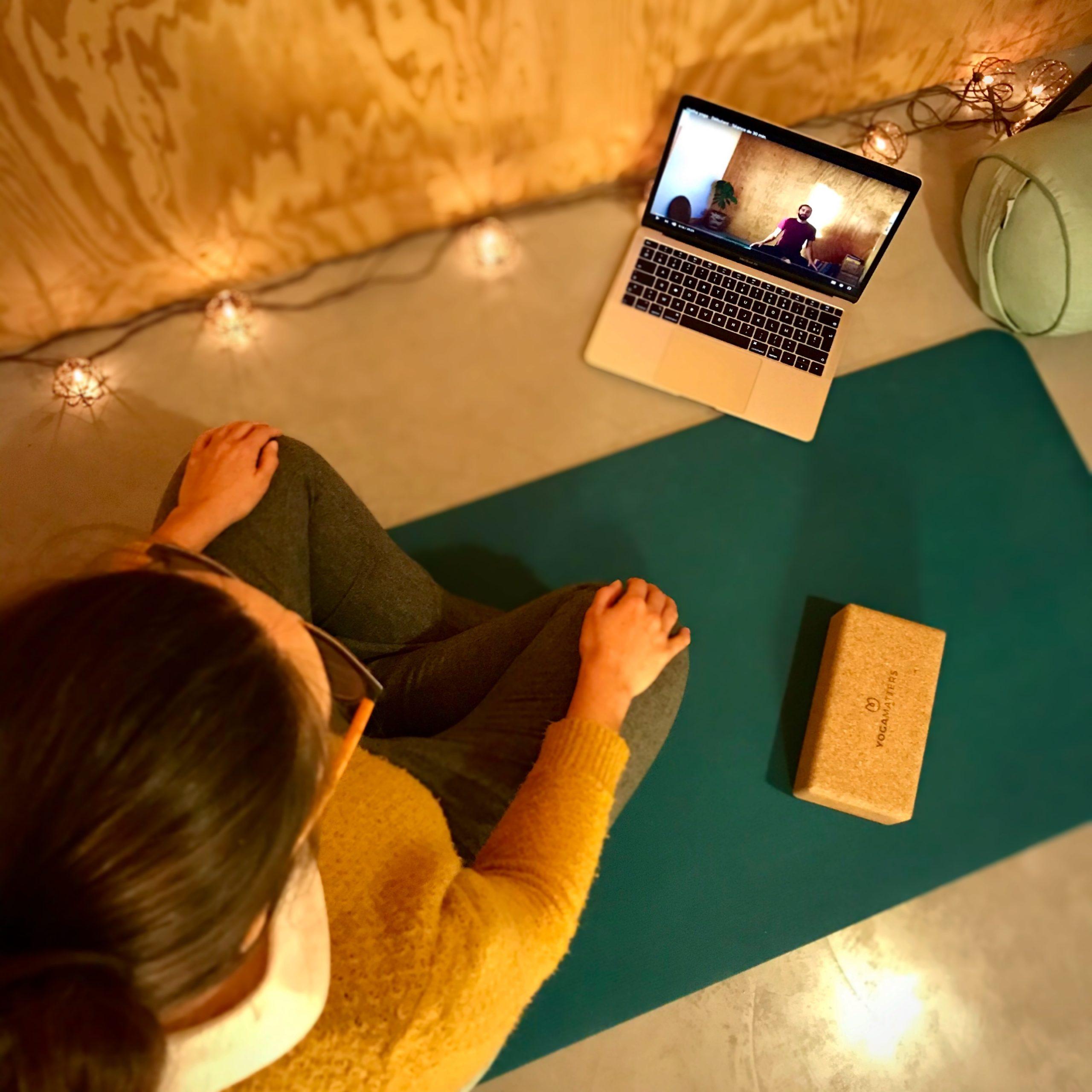 Cours de yoga en ligne par Yoga Flow with Rémy